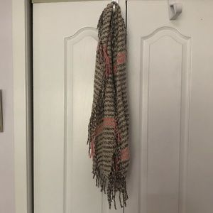 Francesca's grey and pink circle scarf